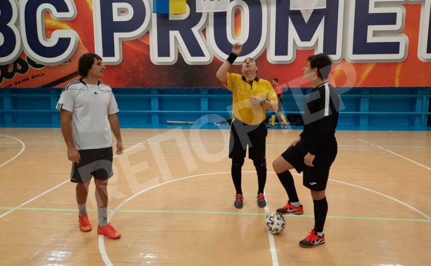 Болеем за своих! В Каменском стартовал чемпионат города по мини-футболу