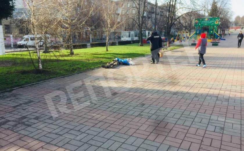 В Каменском посреди улицы умер мужчина
