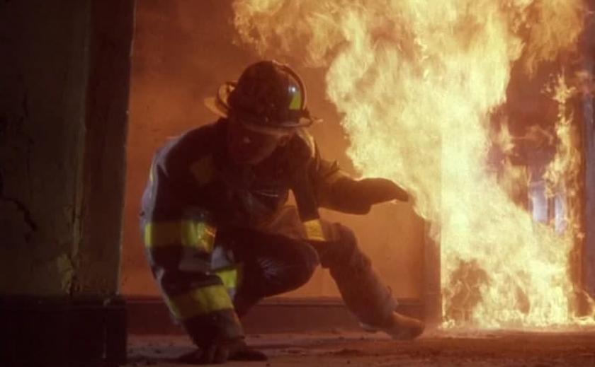 На пепелище в Каменском обнаружили труп неизвестного
