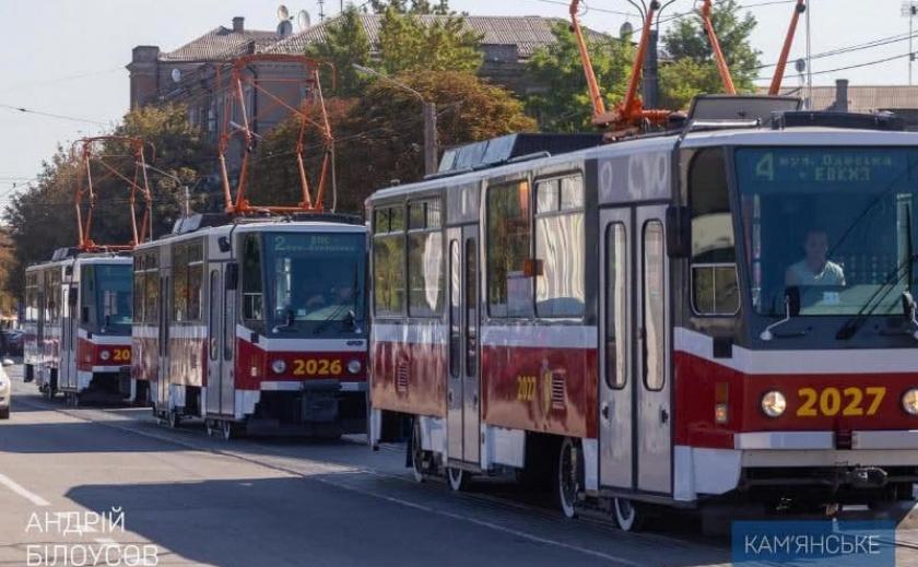 В Каменском приобрели школьные автобусы и трамваи из Чехии