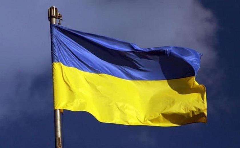 Открыто уголовное производство: в Каменском 15-летняя школьница надругалась над украинским флагом