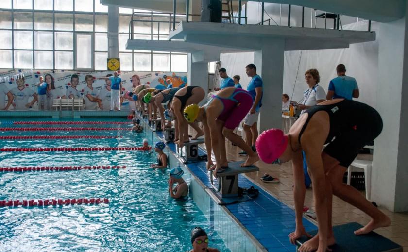 Юные пловцы из Днепропетровской и Запорожской областей завоевали по 6 золотых медалей на кубке Swim Sharks