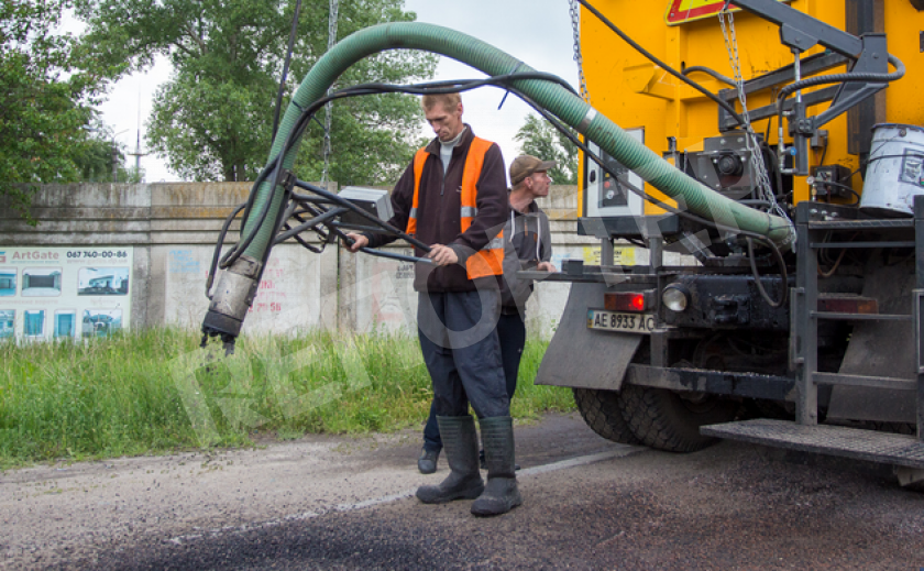 В Каменском ремонтируют дорогу к дачам на левобережье