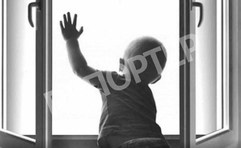 Стало известно о состоянии ребенка, выпавшего из окна в Каменском