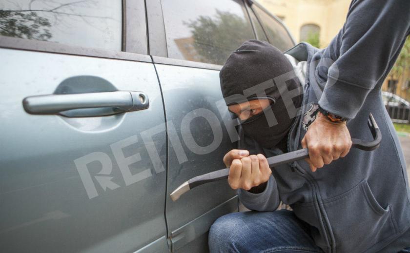 В Каменском за кражу из автомобиля задержали рецидивиста