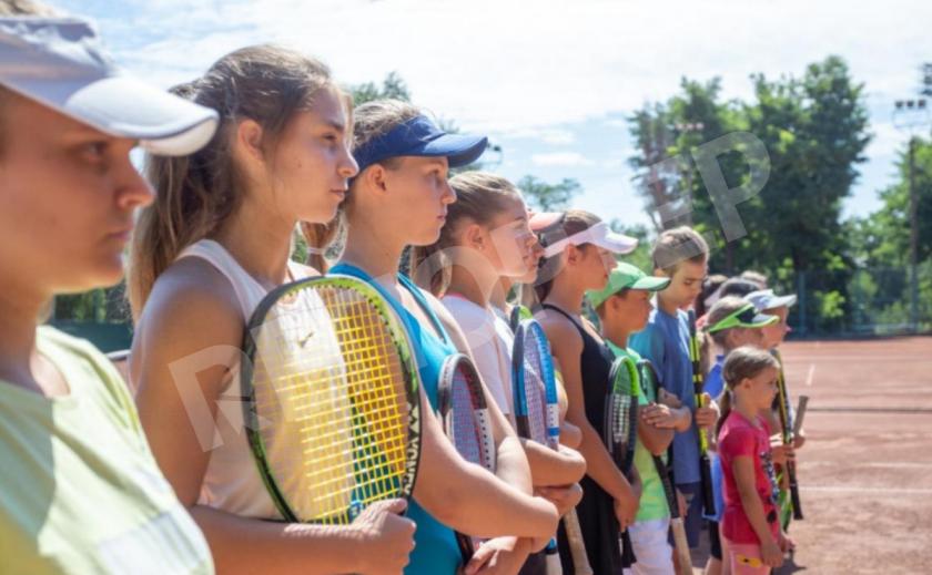 В Каменском состоялось открытие соревнований по теннису