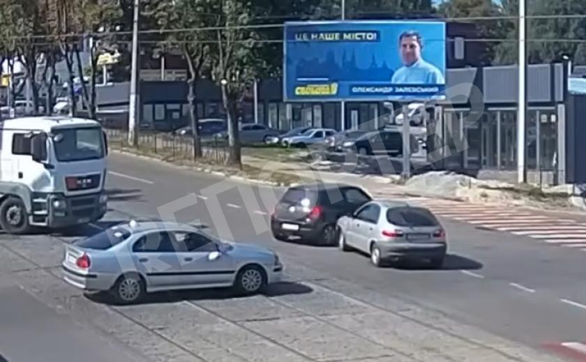 В Каменском на перекрестке снова «помялись» машины