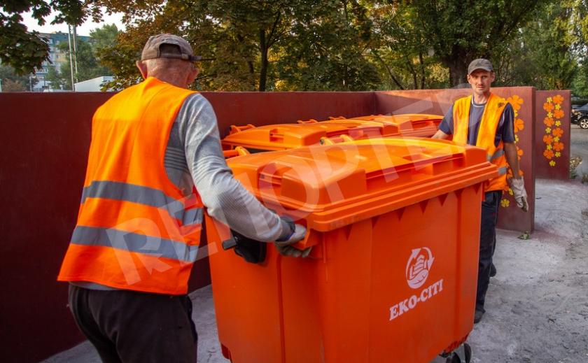 Каменское переходит на современные евроконтейнеры и мусоровозы